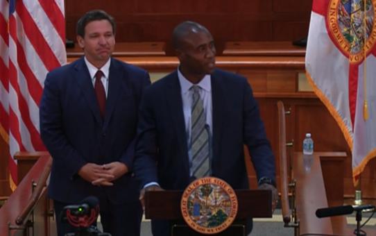 Florida: Gouverneur und oberster Arzt gegen Maskenpflicht für Kinder